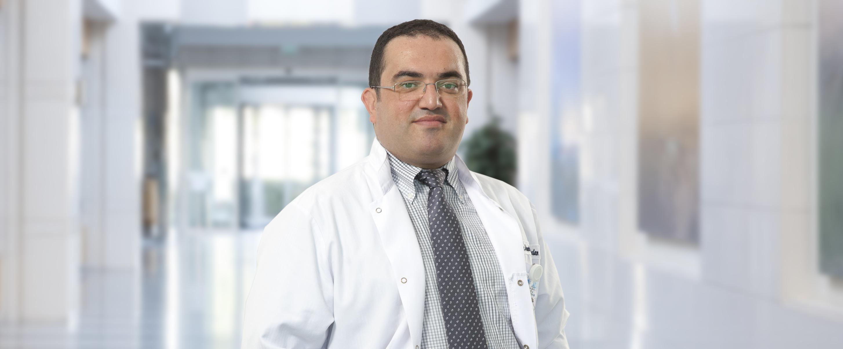 Ахмет Хулуси Арслан  — квалифицированная помощь в медицинском центре Anadolu