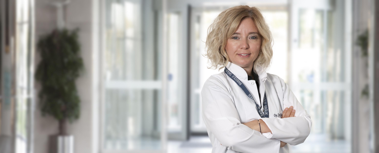 Эбру Озтюрк — квалифицированная помощь в медицинском центре Anadolu