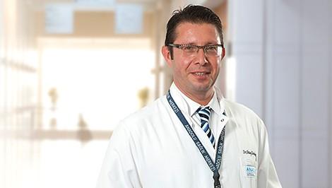 Октай Карадениз — квалифицированная помощь в медицинском центре Anadolu