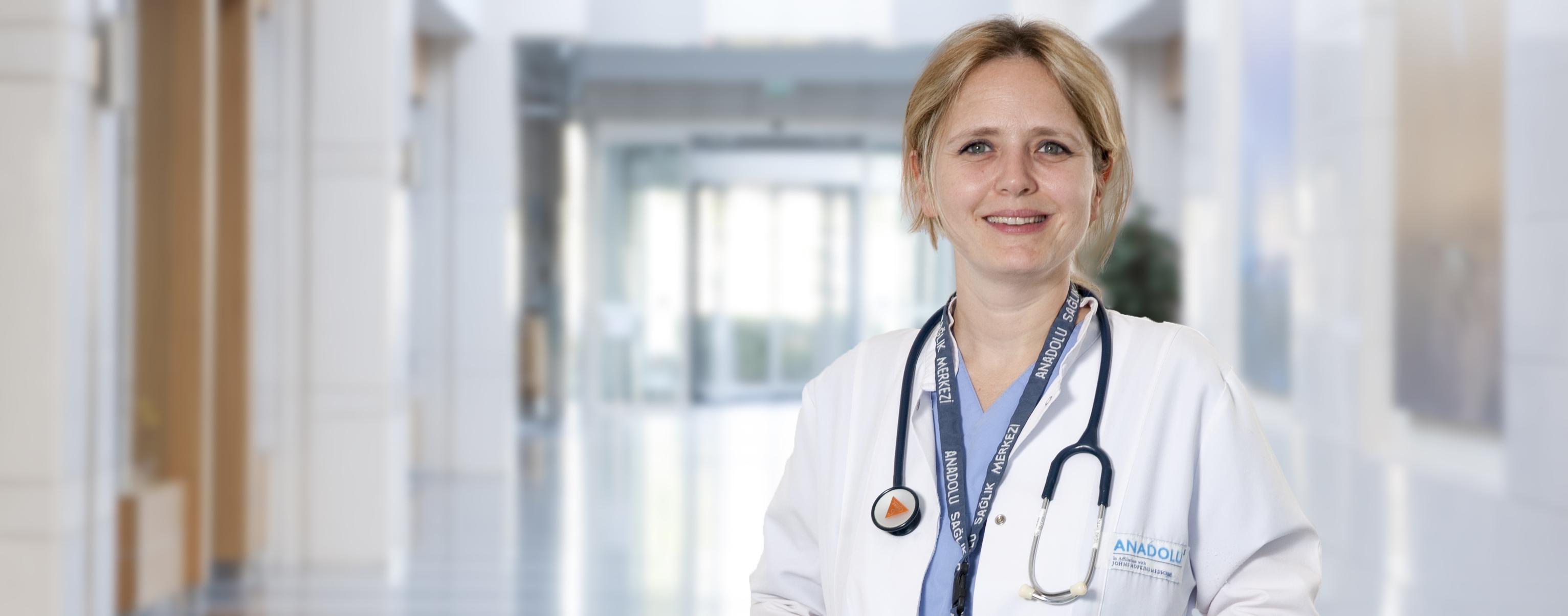 Зейнеп Йилмаз — квалифицированная помощь в медицинском центре Anadolu