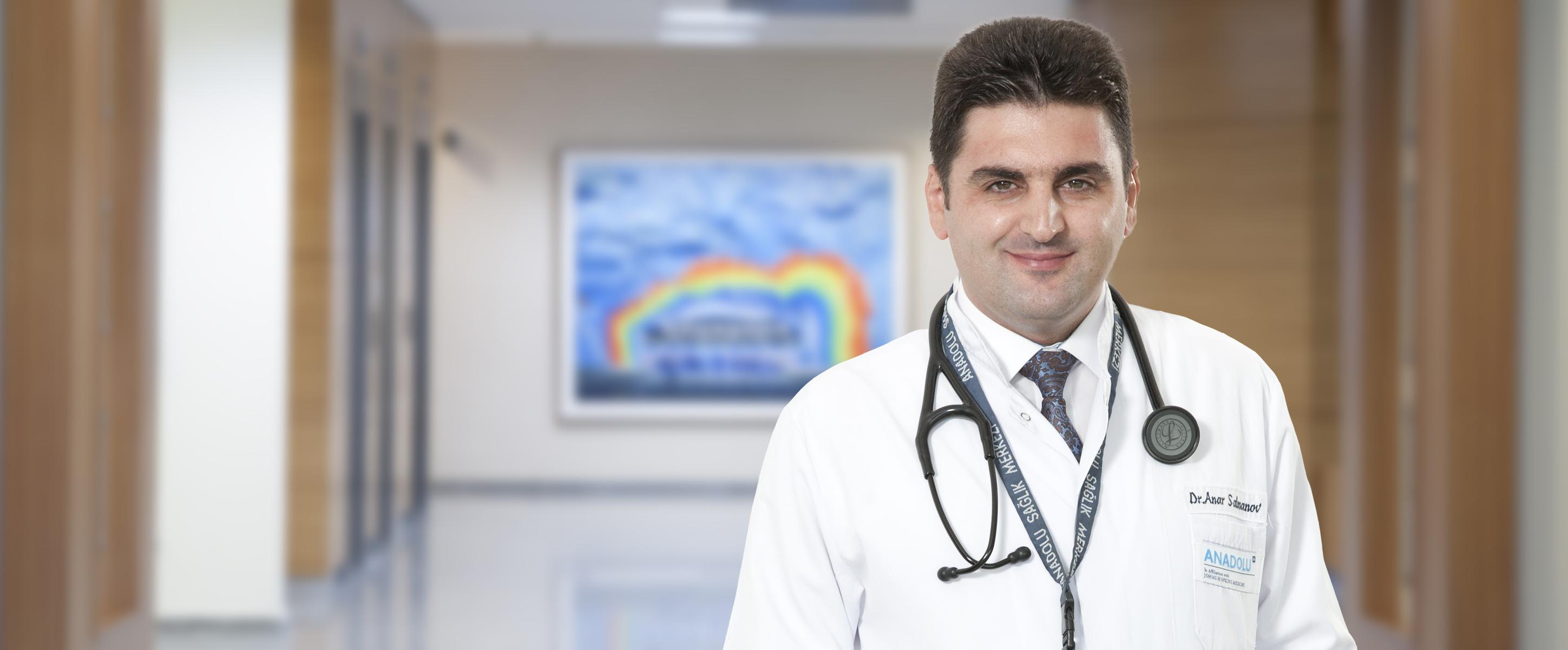 Анар Салманов — квалифицированная помощь в медицинском центре Anadolu