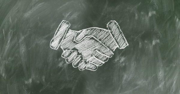 shaking-hands-2499612__480