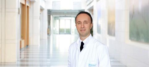 Илкер Тинай — квалифицированная помощь в медицинском центре Anadolu
